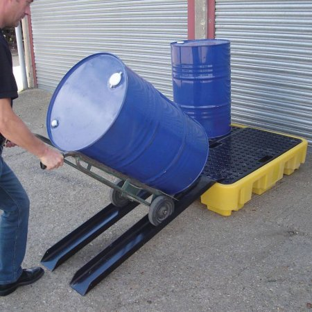Universal ramp for all work floors and spill pallets